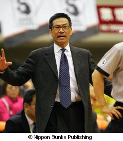 The Head Coach of the Hitachi Sunrockers, Shuji Ono (Copyright / Nippon Bunka Publishing)
